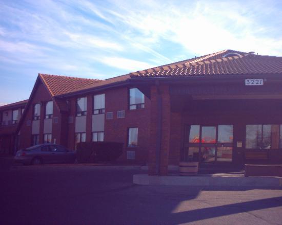 Comfort Inn Regina: Front Of Hotel