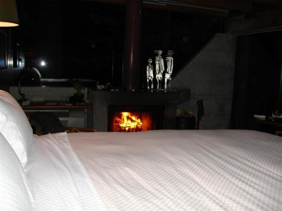 Post Ranch Inn: Cozy late night in the room w/fire!