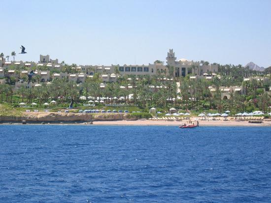 Four Seasons Resort Sharm El Sheikh: Resort from offshore