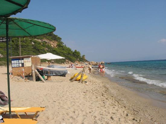 Aristoteles Beach Hotel: On the beach