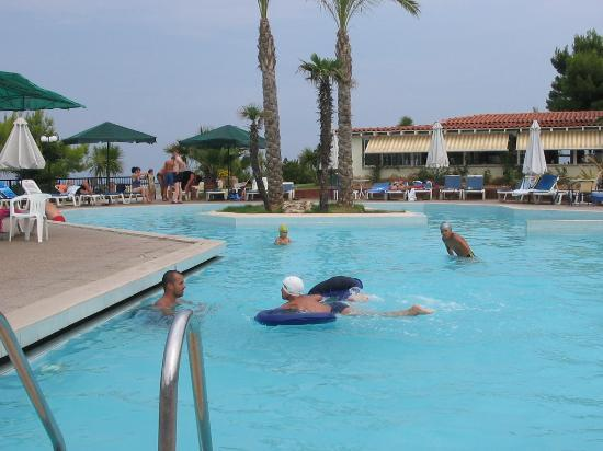 Aristoteles Beach Hotel: The swimming pool