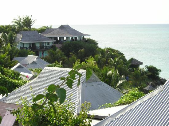 Cocobay Resort: looking towards the bar