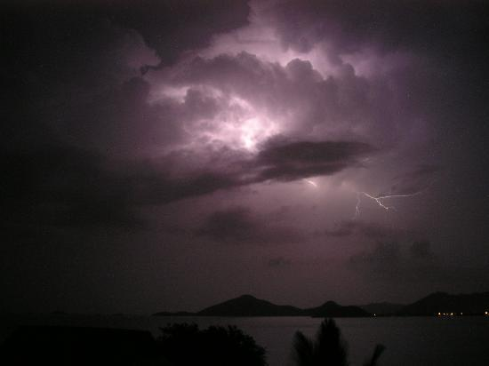 Cocobay Resort : lightning over the bay (stayed dry though)