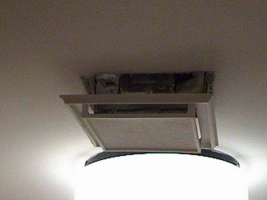 La Quinta Inn & Suites Fort Lauderdale Tamarac: Broken bathroom light
