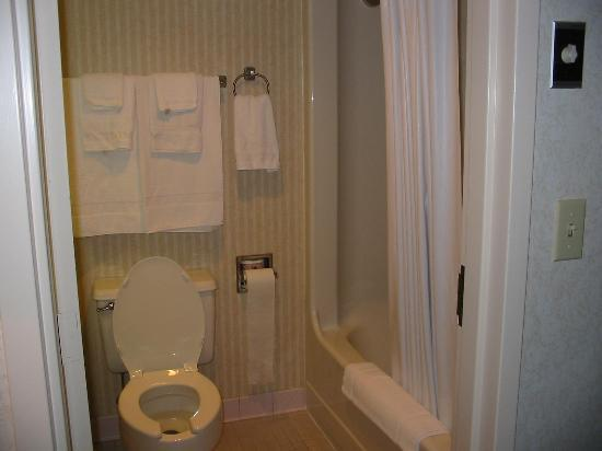 Bathroom picture of quality inn portsmouth tripadvisor for Quality bathrooms