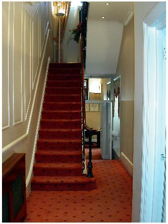 Winchester Hotel: Just inside the entrance