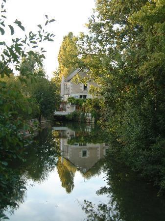 Le Moulin de Saint Jean : The view from the bridge on the road