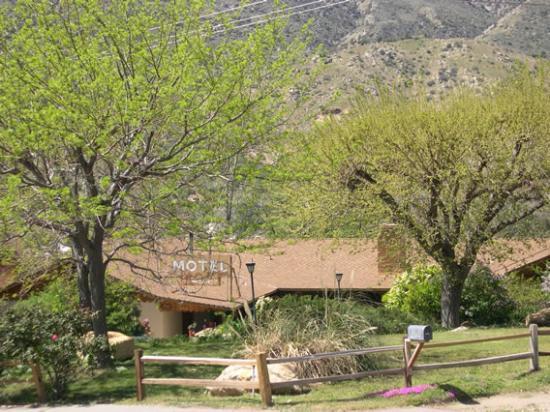 Maple's McCambridge Lodge: Front