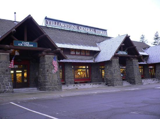 Old Faithful Snow Lodge and Cabins: General Store