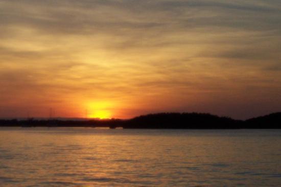 Island Bay Resort: Sunset from Dock