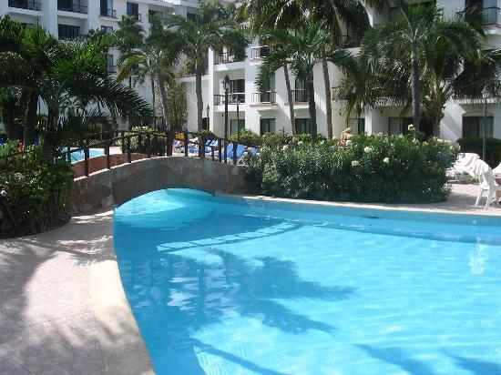 The Royal Cancun All Suites Resort : One of the 2 pools