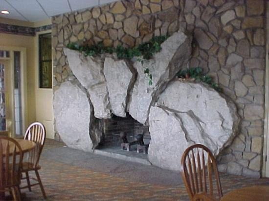 Weathervane Terrace Inn And Suites: Beautiful Stone Fireplace In Dining  Room (by Famous Local