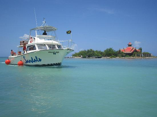 Sandals Royal Caribbean Resort and Private Island : Thai island and Diving Boat