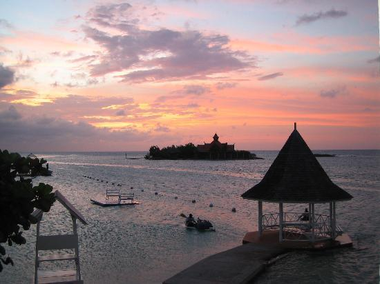 Sandals Royal Caribbean Resort and Private Island : Sunset from Balcony