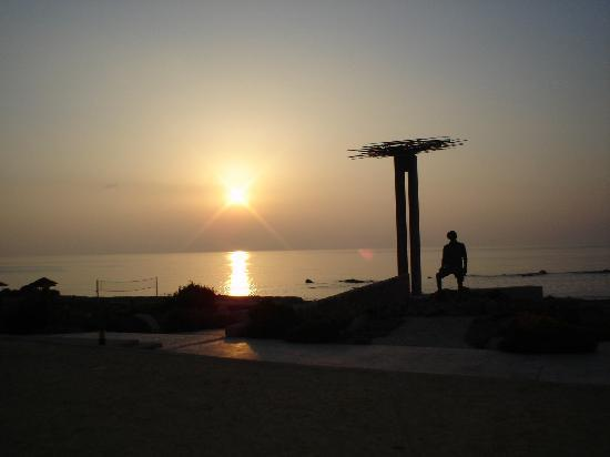 Hotel St. George: Sunset and statues on the beach...