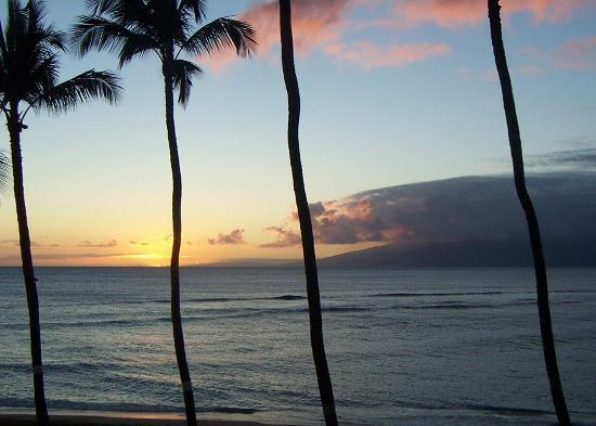 Hale Mahina Beach Resort: one of many sunsets from lanai