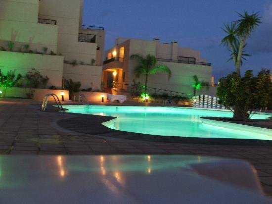 Blue Sea Costa Teguise Gardens : pool at night