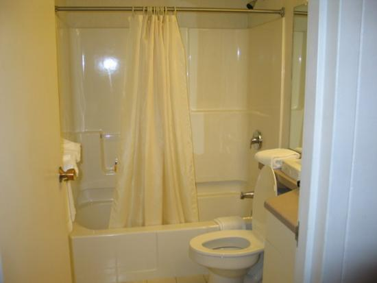 Quincy, MA: Bathroom