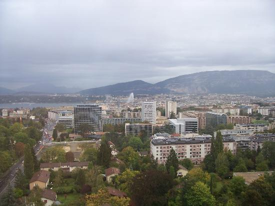 Hotel InterContinental Geneve: Lake view from 17th floor suite