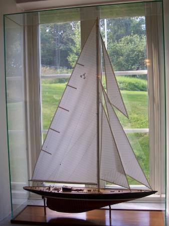 """Hotel J: model sail boat, """"J"""" class"""