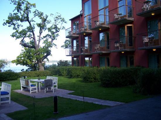 Hotel J: outdoor seating overlooking waterfront