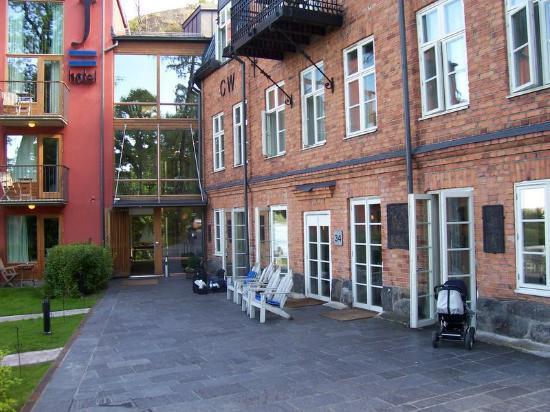 Hotel J: reception entrance