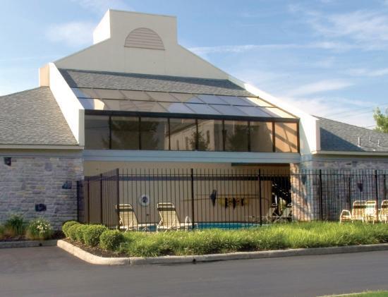 Varsity Inn : Outdoor pool area