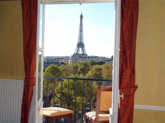 The eiffel tower veiw from french doors picture of hotel for Hotels by the eiffel tower