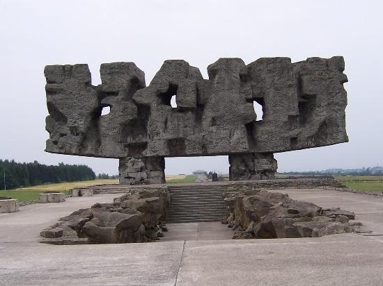 Lublin, Polandia: The monument at Majdanek