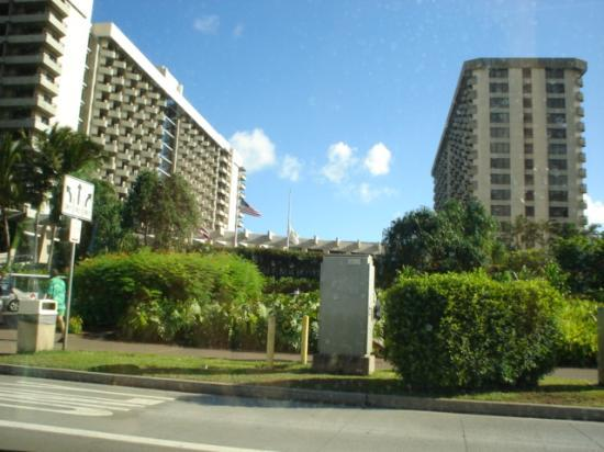 Hale Koa Hotel: a view as you approach the hotel