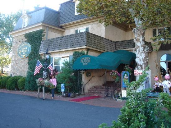 Golden Plough Inn At Peddler S Village Hotel Entrance