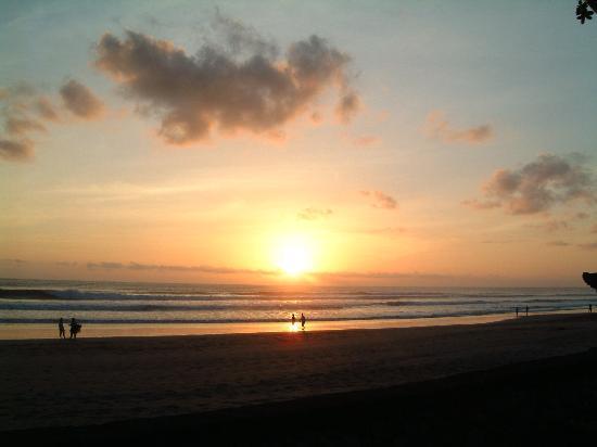 The Oberoi Bali : Pool view sunset