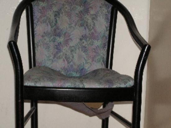 Ariston Hotel: The broken chair
