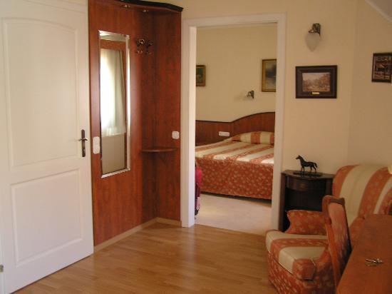 Senator House Hotel: Entry Area