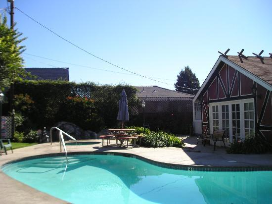 Solvang Inn and Cottages: Pool area