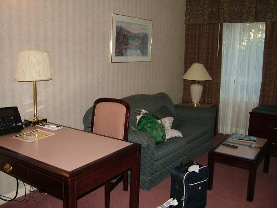 Extended Stay Canada - Toronto - Vaughan: sittingroom/daughters bedroom