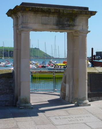 Plymouth, UK: The archway to the Mayflower Steps