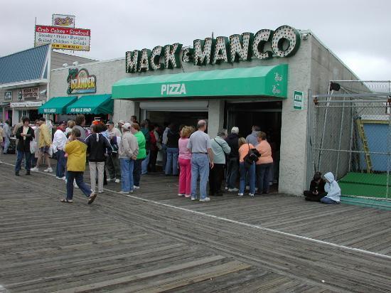 Manco & Manco Pizza: 9th street location