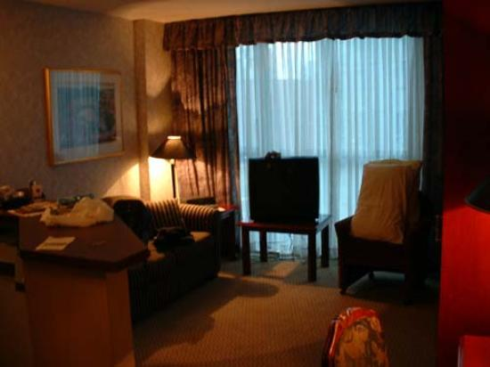 Holiday Inn Hotel & Suites Vancouver Downtown: The room with the bed folded up