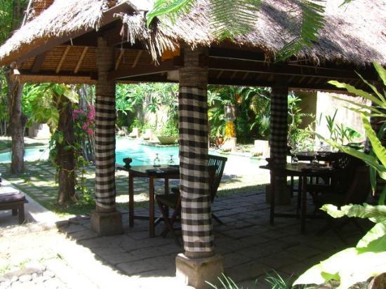 kaMAYA Resort and Villas: Breakfast at pool
