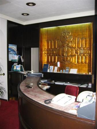 Hotel Bellevue Split: the kitsch decor in the reception area