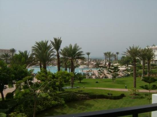 IBEROSTAR Founty Beach: View of the pool area from the main hotel