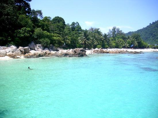 Pulau Perhentian Besar, Malaysia: Beach Side
