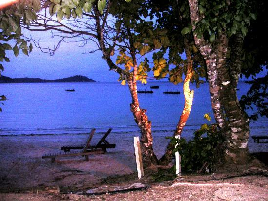 Pulau Perhentian Besar, Malaysia: View from the room at night