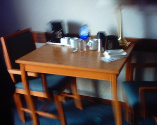 Comfort Inn : Table