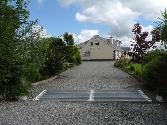 Clareville: lovely grand entrance with plenty parking space