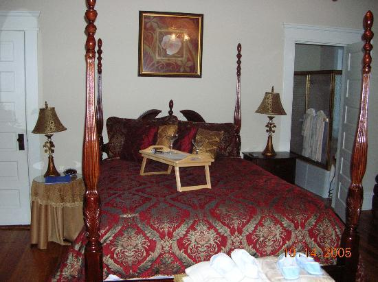 Southern Elegance Bed and Breakfast: Bedroom