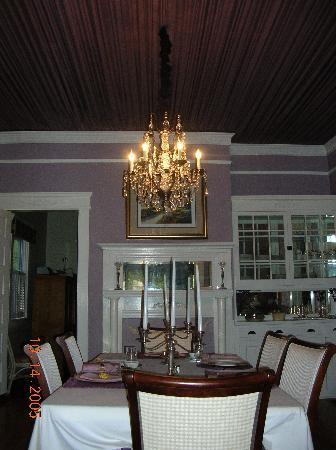 Southern Elegance Bed and Breakfast: Dining Room