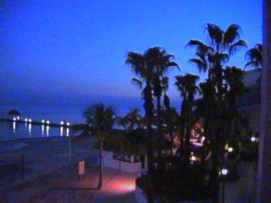 The Royal Cancun All Suites Resort : Another view off the Balcony at dusk