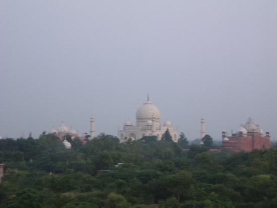 The Oberoi Amarvilas: View of the Taj at dusk